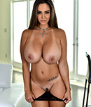 Pic of Ava Addams in pornstarspa episode: She comes in for a rub, ends up getting a fuck out of it too